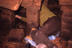 Excavating the hypocaust: photo A. Chatwin