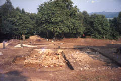 General view of excavation. Bath house left and timber buildung right: photo A. Meades